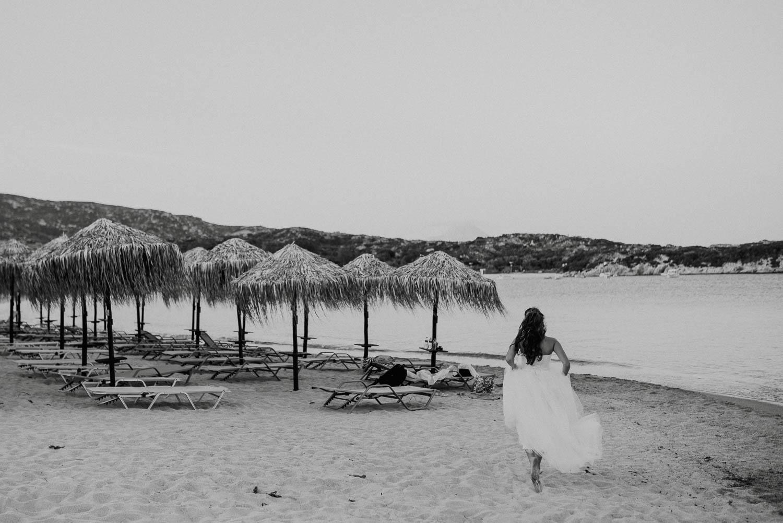 Булка тича на плажа в Гърция